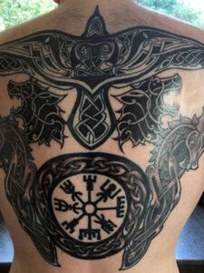 кельтское тату на спине