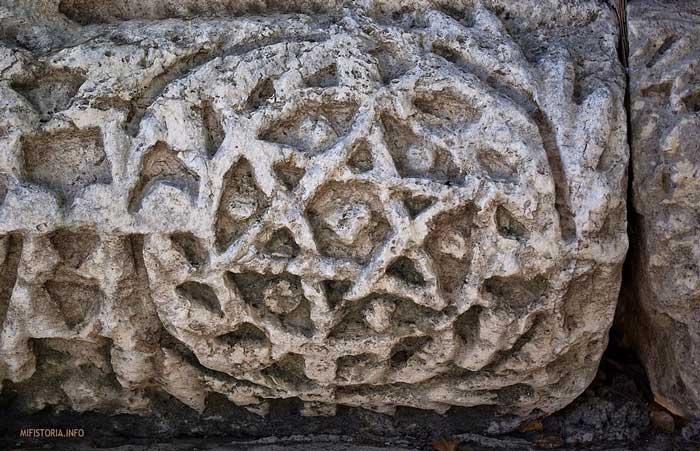 Изображение на фризе синагоги в Кфра-Нахуме (II – III вв.) - фото на mifistoria.info