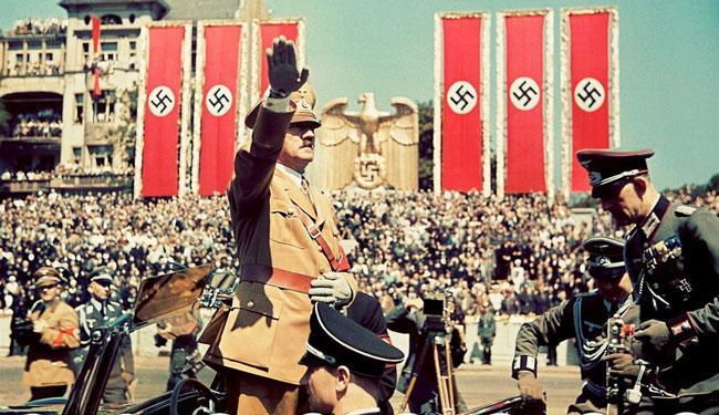 Гитлер на параде немецких войск