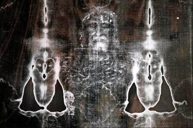 Следы крови и очертание человеческой фигуры