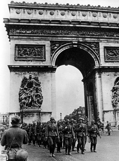 Солдаты Рейха входят в Париж