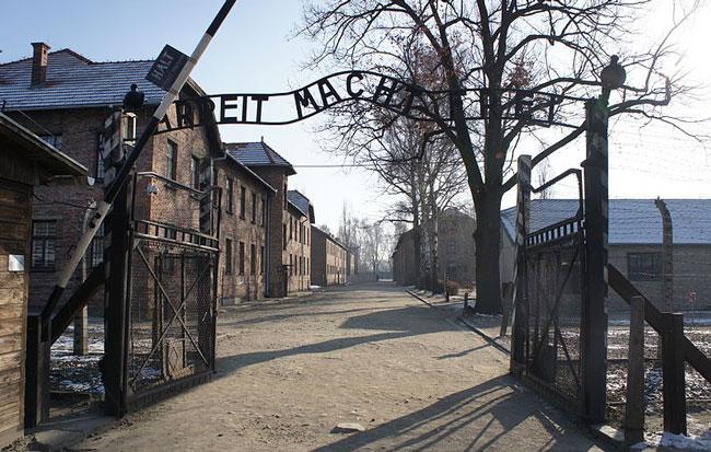 Ворота концентрационного лагеря Освенцима
