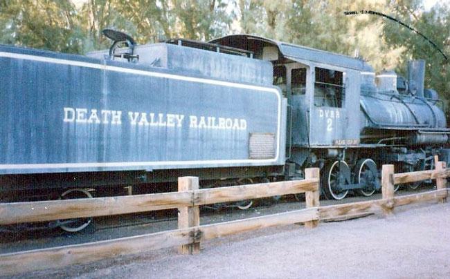 Исторический локомотив, некогда перевозивший буру. Музейный экспонат и памятник