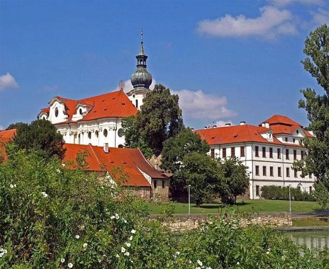 Монастырь Брженовский