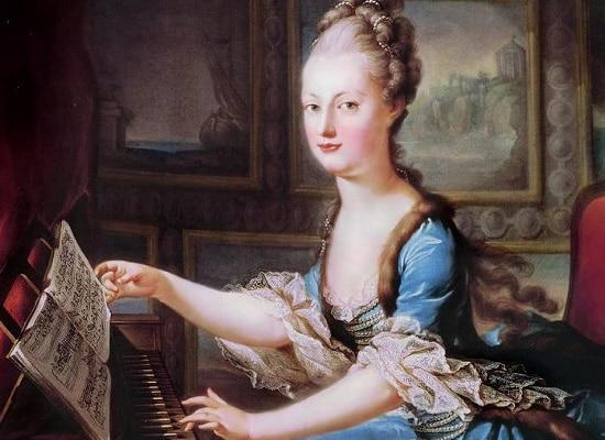 Королева за фортепиано