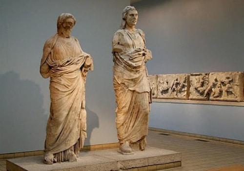 Статуи Мавсола и Артемисии