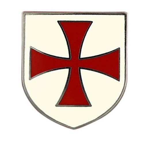 Герб тамплиеров с изображенным на нем красным крестом