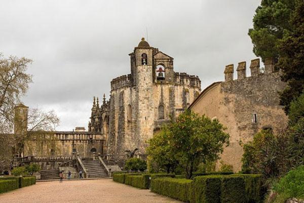ЗамокКонвенту-де-Кришту, построенный рыцарями в Португалии