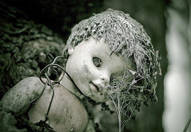 На острове кукол со многими посетителями случаются странные истории