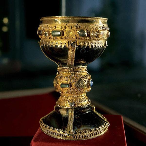 По легенде, святой Грааль является самой ценной реликвией, хранимой храмовниками