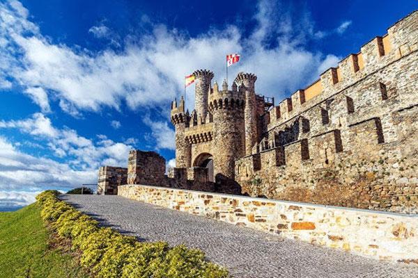 Понферрадский замок в Испании, построенный храмовниками