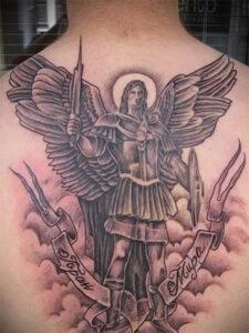 тату архангел михаил на спине