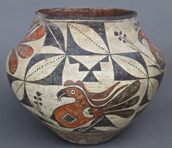 Образец изображения голубя на сосудах (с применением пигмента и трафаретов из подручных материалов)