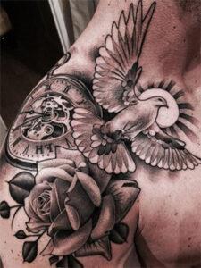 горлица татуировка на груди
