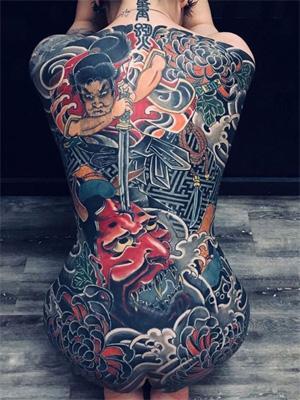 японское тату женщины