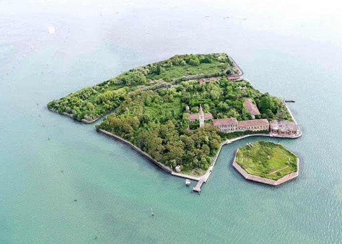 Вид на остров Повелья с птичьего полета
