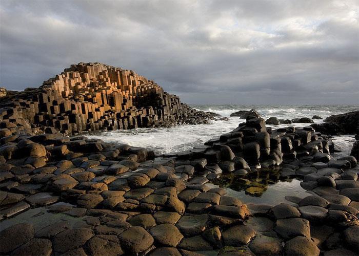Каменный мост, ведущий в морские пучины