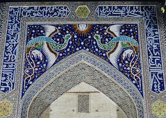 Симург на классической иранской мозаике городской архитектуры
