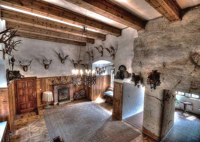 Внутренняя архитектура замка Гоуска