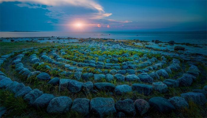 Каменные лабиринты, расположенные на острове