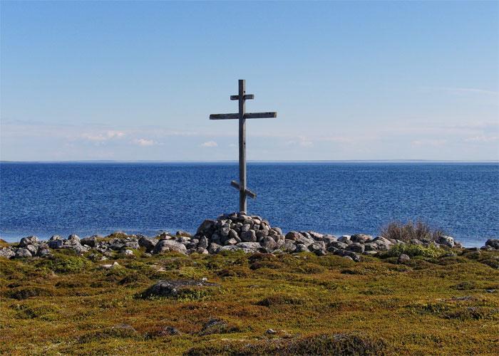 Кресты, расположенные на островах