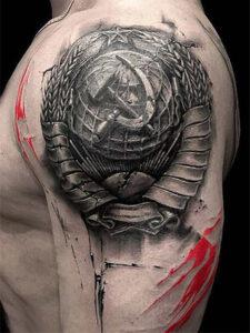 татуировка серп молот