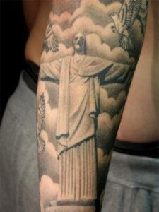 статуя христа тату