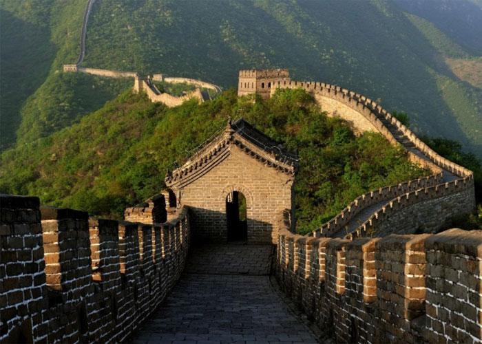 Великая стена – своеобразный рубеж между страной Поднебесья и остальным миром