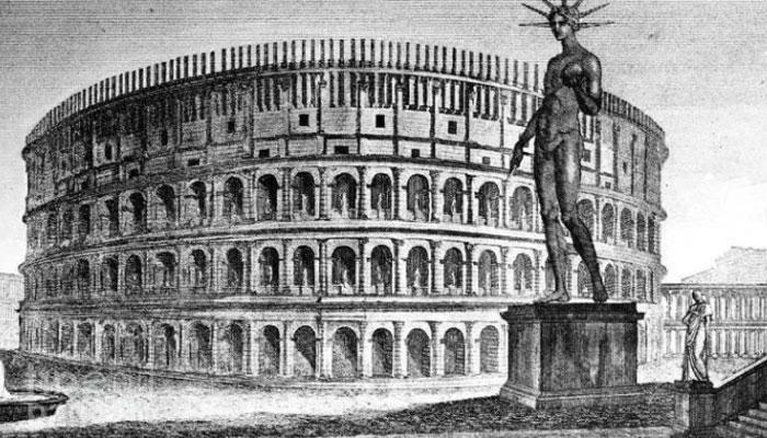 Бронзовая статуя Колосса около амфитеатра в Риме