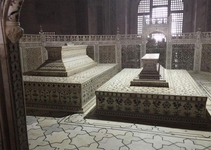 Гробницы шаха и его возлюбленной супруги