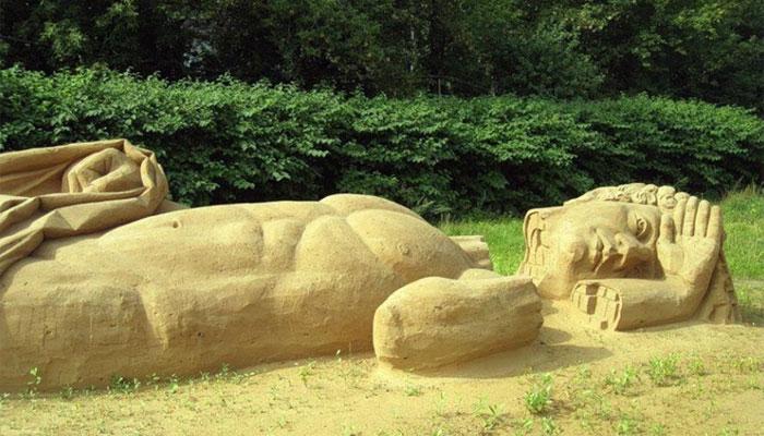 Выставка, посвященная разрушению статуи и ее дальнейшей судьбе