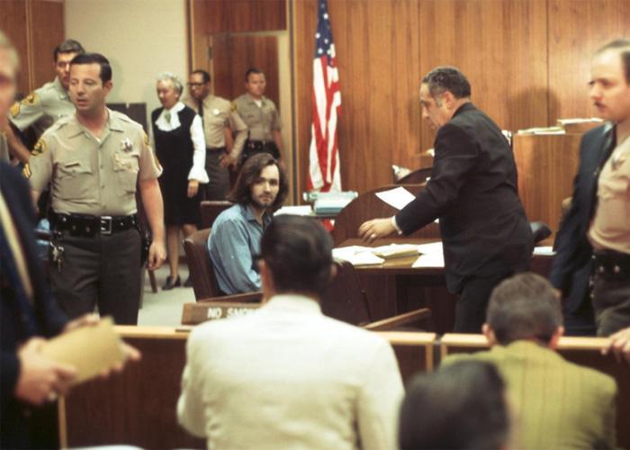 Чарльз в зале суда