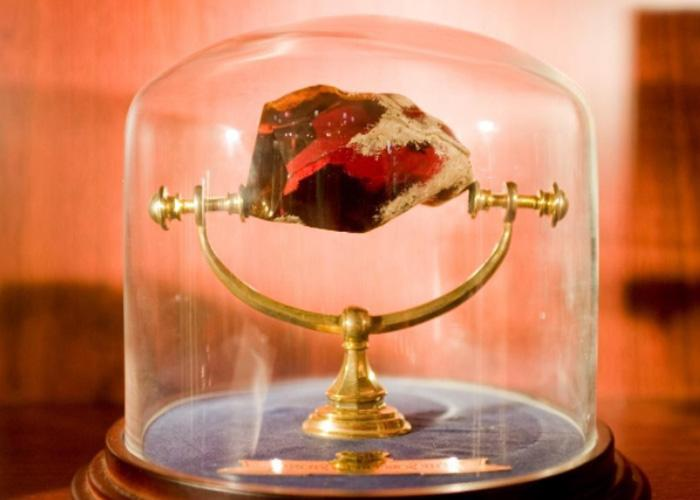 Внешний вид алхимического камня