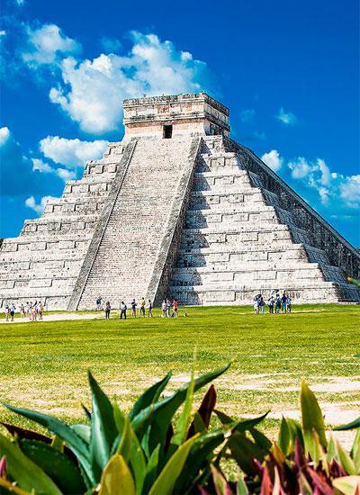 Чичен-Ица - одна из главных достопримечательностей Мексики, затерянная в диких и опасных джунглях