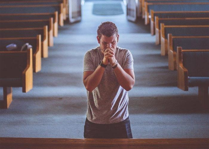 Искренняя молитва поможет избавиться от смертных грехов и очистить свою душу