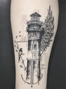 татуировка маяка на ноге