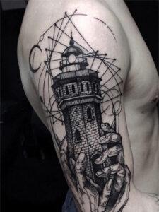 маяк с руками тату
