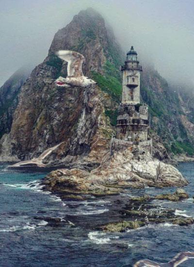 Заброшенный маяк, расположенный на острове Сахалин
