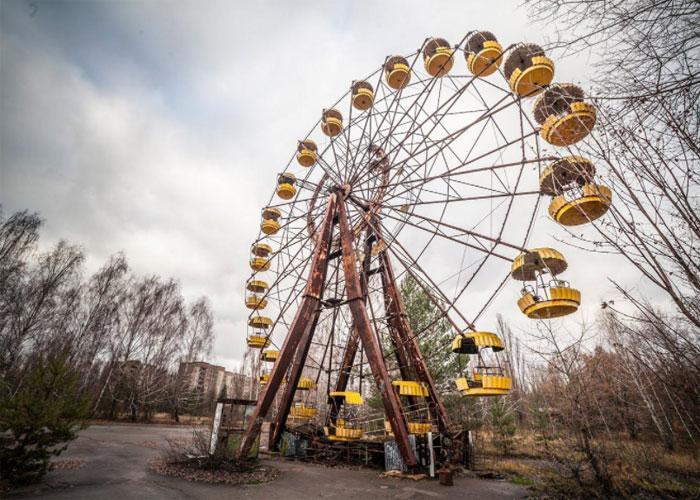 Колесо обозрения и парк аттракционов в Припяти
