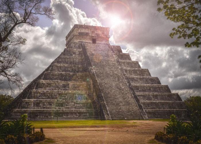 Пирамида Кукулькана - настоящее археологическое чудо идеальной формы со скрытыми цифровыми смыслами
