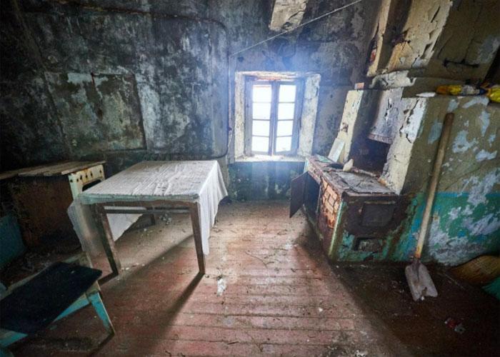 Одна из некогда жилых комнат